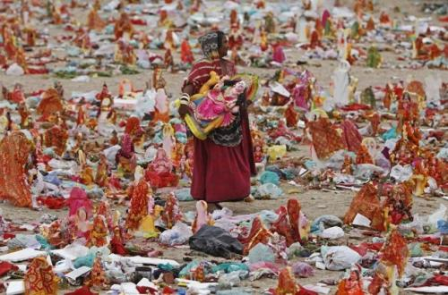 A woman carries an idol of Hindu goddess Dashama on the banks of the river Sabarmati, in the western Indian city of Ahmedabad. Each year the city holds a Huge Mega Outdoor Doll Sale, during which women and girls buy dolls that will last them until next year's sale. (REUTERS)
